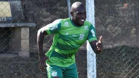 Luiz Fernando voltou ao time americano diante da Ponte Preta- (Mourão Panda;América-MG)
