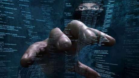 As brechas identificadas podem permitir que hackers controlem o celular atacado