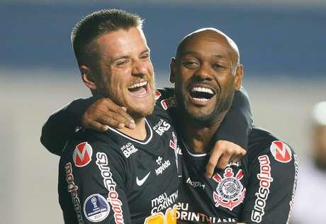 Ramiro e Vagner Love tiveram boa atuação contra o Montevideo Wanderers.