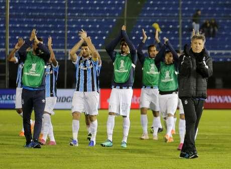 Jogadores do Grêmio e Renato Gaúcho comemoram classificação na Libertadores.