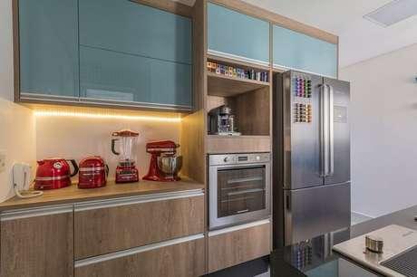 5. O forno elétrico de embutir pequeno é perfeito para famílias pequenas – Foto: Idealizzare Arquitetos