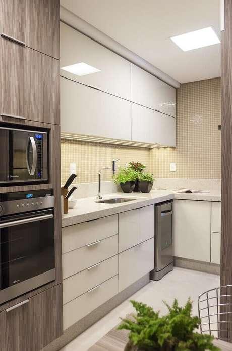 22. Dê um toque de modernidade à sua cozinha utilizando o forno elétrico embutir – Foto: Assetproject