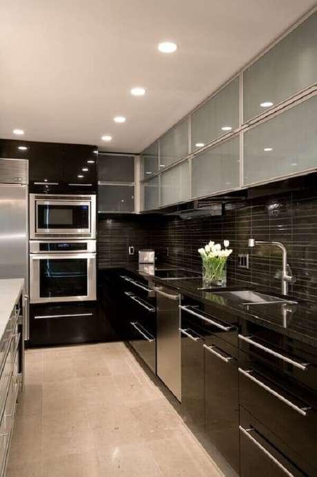 25. O forno elétrico embutir possui a vantagem de combinar com vários estilos de cozinha decorada – Foto: Pinterest