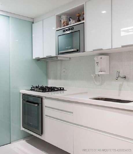 4. Decoração clean para cozinha toda branca com forno elétrico de embutir – Foto: Casa de Valentina