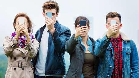 'A hiperexposição nos distancia muito da realidade do que somos: mostramos apenas o melhor de nós mesmos, em uma exigência de felicidade permanente que deixa muito pouco espaço para o sofrimento subjetivo', diz o autor de 'Selfie, Logo Existo'.