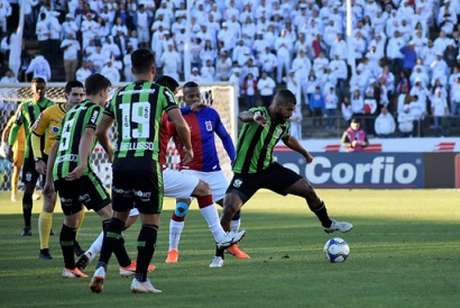 O Coelho mostrou evolução e chega a sua partida sem derrota com o empate no Paraná- (Mourão Panda/América-MG)