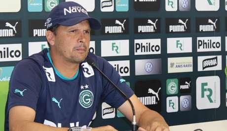 Claudinei não resistiu à goleada por 6 a 1 contra o Santos (Foto:Reprodução)
