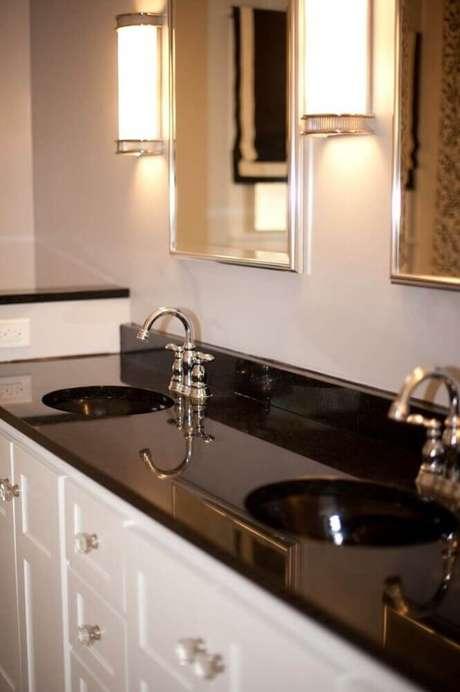 13. Granito preto para bancada de banheiro
