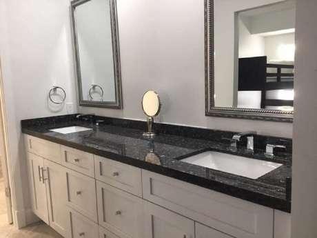 14. Bancada de banheiro com granito São Gabriel preto