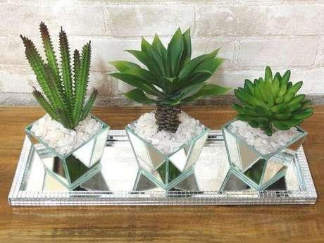 12. Use a bandeja com espelho para decorar sua sala de estar com detalhes lindos!