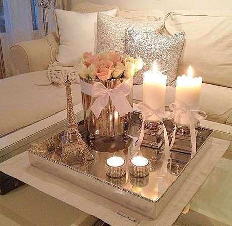 30. As velas são opções super românticas para decorar sua sala de estar