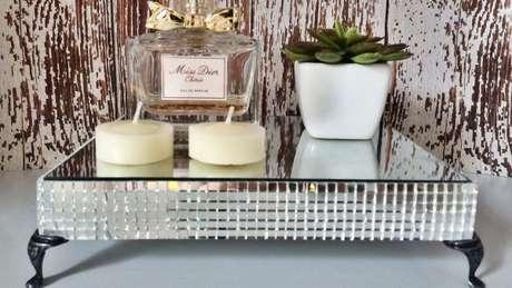 47. Faça sua própria bandeja espelhada e use na decoração de casa