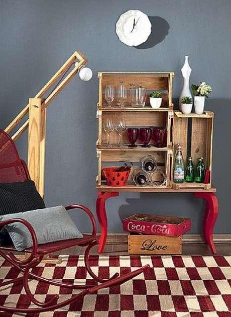 42. Barzinho para sala com estrutura simples de caixotes