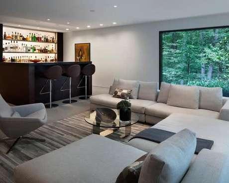 30. Barzinho para sala de estar em estilo moderno.