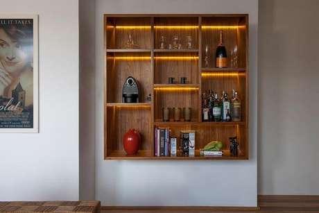 5. Barzinho para sala pequena em parede.