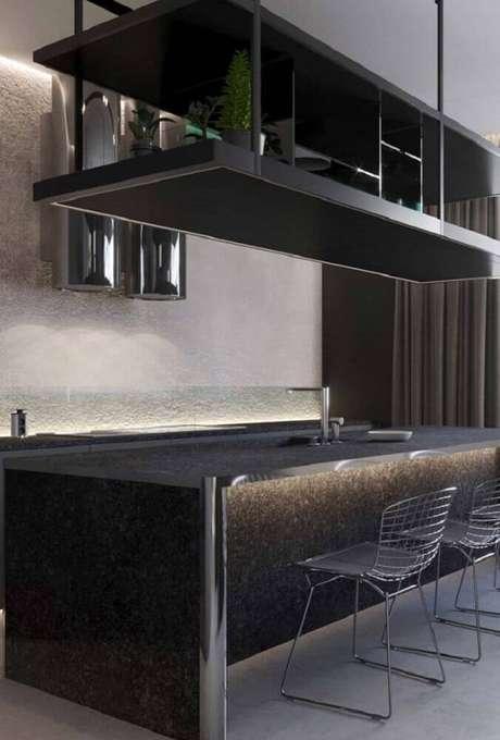 25. Em uma cozinha moderna o granito preto São Gabriel garante estilo e sofisticação