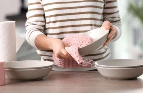 Saiba quais são os cuidados necessários com o pano de prato no blog do TudoGostoso