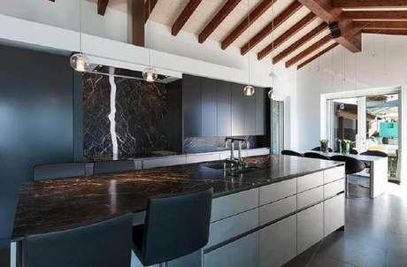 6. Decoração moderna para cozinha com granito preto Via Láctea