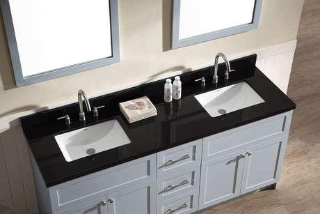 32. O granito preto absoluto também pode ser usado na bancada do banheiro