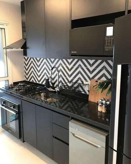 60. O granito preto é perfeito para muitos tipos de decoração.