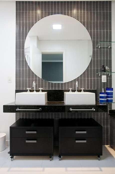 37. Granito preto São Gabriel para banheiro simples decorado