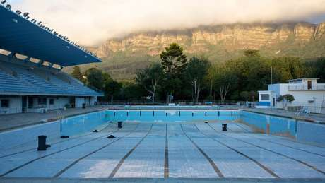 Cidade do Cabo, na África do Sul, passou por drástico desasbatecimento de água em 2018, e restrições foram implementadas.
