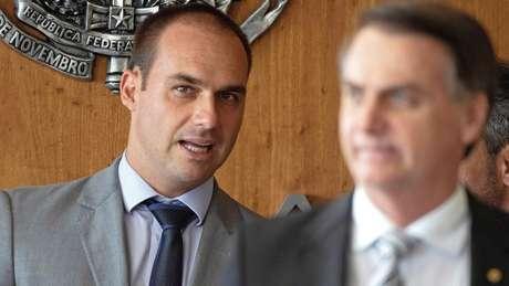 Bolsonaro e Eduardo votaram a favor de orçamento impositivo