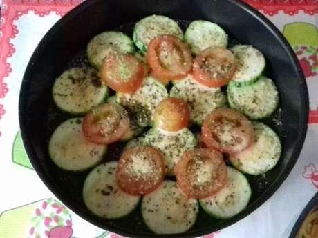 Petisco fácil de abobrinha e tomate