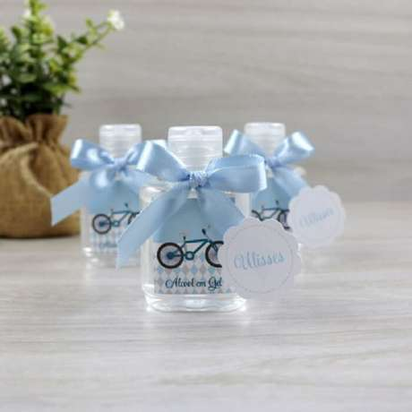 32. Álcool em gel como lembrancinha de maternidade. Fonte: Rededots