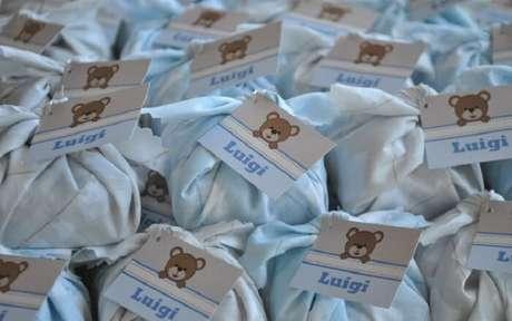 19. Brownie com embalagem e tag personalizada para lembrancinhas de maternidade. Fonte: IG Delas