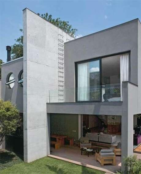 9. A casa cinza é super atemporal e pode ficar ainda mais bonita com grandes janelas de vidro – Por: Pinterest