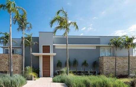 4. O jardim é uma ótima forma de garantir que a casa cinza fique ainda mais aconchegante e harmoniosa