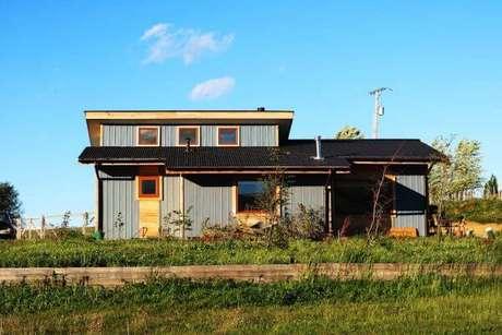 20. Casa cinza com design contemporâneo linda em todos os detalhes
