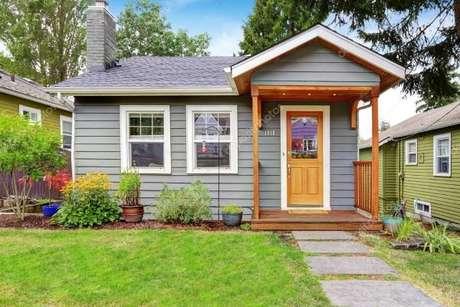 23. Tenha uma casa na cor cinza para ressaltar a decoração da fachada da sua casa