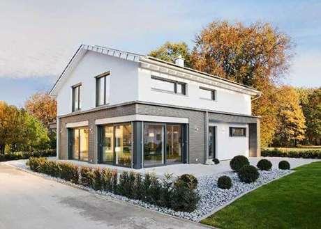 49. Casa cinza com branco