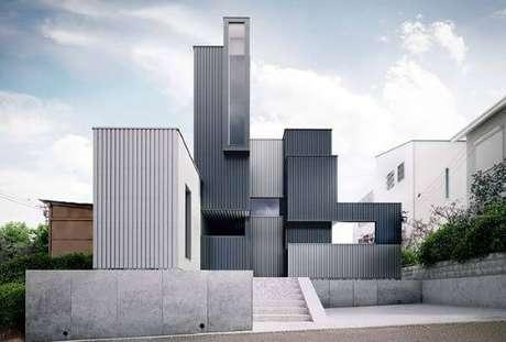 36. A fachada de casa cinza pode ter diferentes tons de cinza