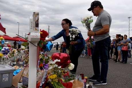 Pessoas prestam homenagens após ataque em El Paso, no Texas, Estados Unidos