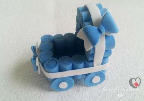 45. Lembrancinha de maternidade em eva 3D em formato de berço. Fonte: Priscila Andrade Ateliê