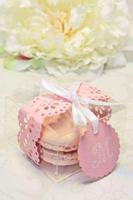 93. Macaron na caixinha para lembrancinha de maternidade. Fonte; Revista Crescer