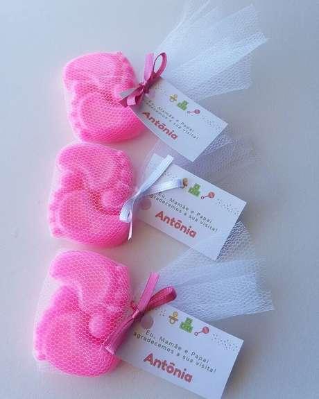 60. Mini sabonetinhos como lembrancinha para maternidade. Fonte: Moehlecke Sabonetes Artesanais