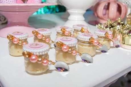 97. Pote de doces utilizado como lembrancinha de maternidade. Fonte: Pinterest