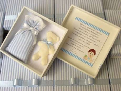 26. Sachê perfumado e sabonete dentro da caixinha de MDF para menino. Fonte: Pinterest
