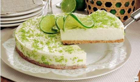 Superfácil de fazer, a torta de limão é para os pais que gostam de uma sobremesa não muito doce |