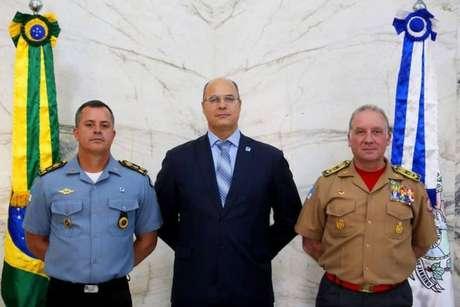 O cargo de 'general honorífico' foi concedido pelo governador Wilson Witzel (PSC) aos secretários de Defesa Civil, Roberto Robadey Jr.(à direita), e de Polícia Militar, Rogério Figueredo