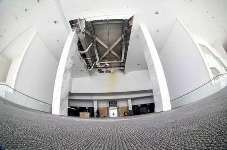 Vazamento de água interditou dois andares da arena.