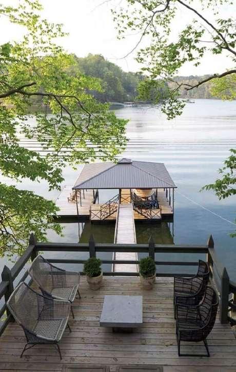 60. Fotos de casas de madeira com varanda que permite apreciar a vista sentado. Fonte: Pinterest