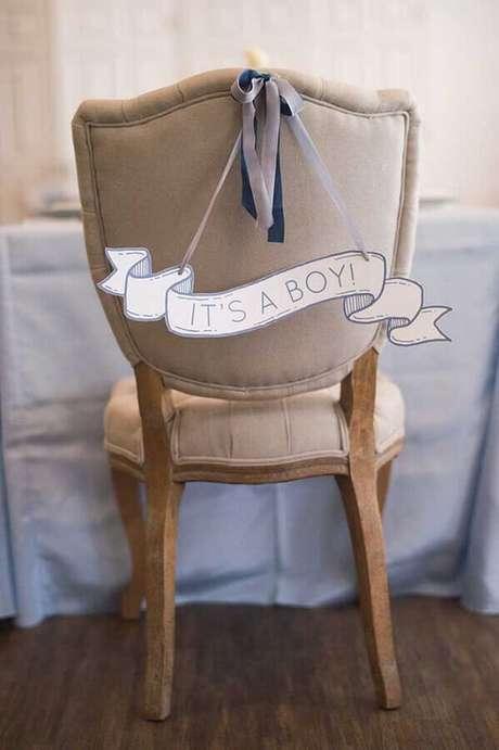 22. Também é interessante personalizar a cadeira que a mamãe vai usar durante o chá de fralda – Foto: 100 Layer Cakelet