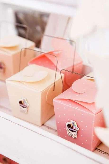 23. As caixinhas personalizadas podem fazer toda a diferença na decoração de chá de fralda – Foto: Ideias Decor