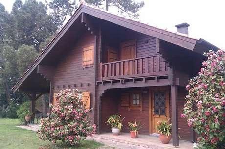 12. Casa de madeira com varanda superior que dá acesso ao quarto. Fonte: Revista Viva Decora
