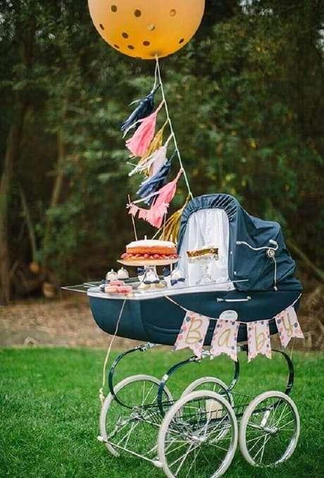 3. Utilize o carrinho de bebê para compor a decoração de chá de fralda – Foto Baby Shower Ideas